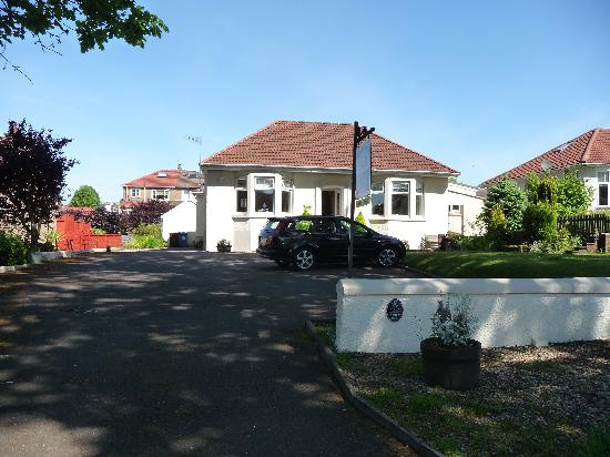 Woodvale B&B: Woodvale seen from the street