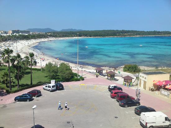 Hotel Palia Sa Coma Playa : Sa Coma beach - view from our balcony.