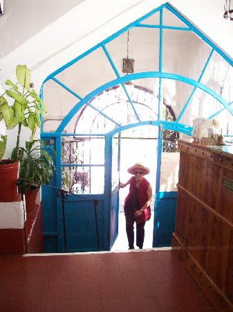 Santa Prisca: entering lobby