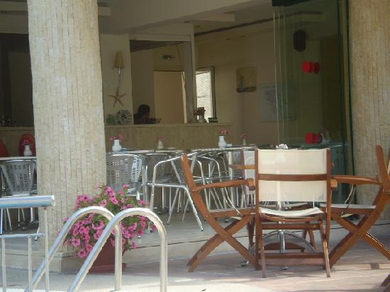 Hotel Ammos: the reception/bar area