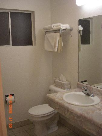 San Simeon Lodge: El baño