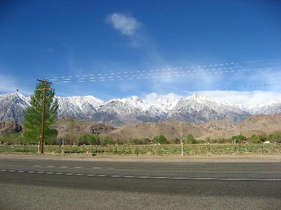 Best Western Plus Frontier Motel: Mount Whitney - the view from outside the motel