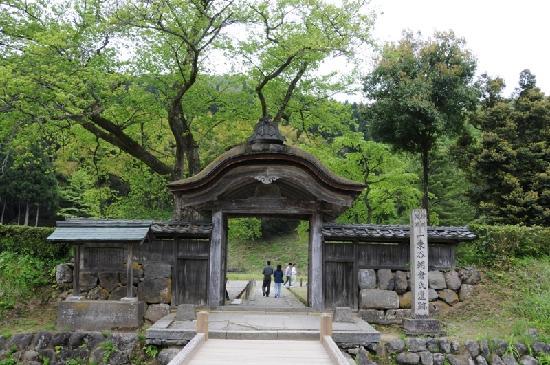 Fukui, Giappone: お約束の唐門