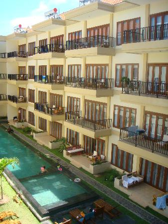 Kuta Townhouse Apartments: 2nd pool