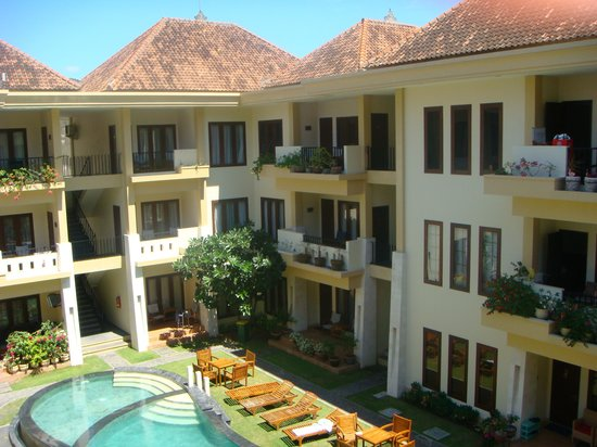 Kuta Townhouse Apartments: pool