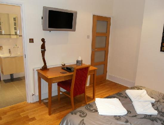 Springwood Guest House Gatwick: Desk area