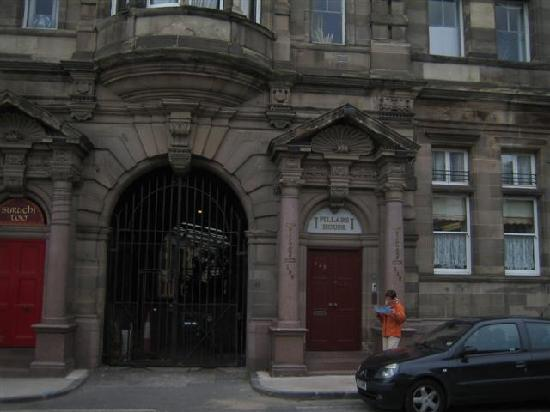 Pillars House: Der Eingang zu Edna und Phillipo