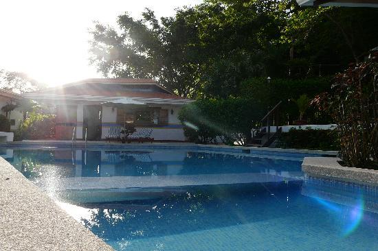 Hotel Samara Pacific Lodge: a sunny pool