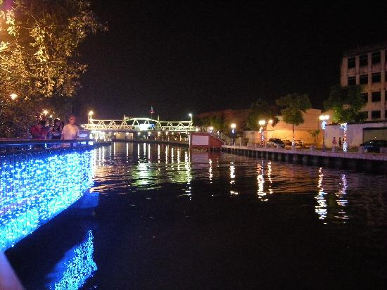 Walk down Malacca River - by night