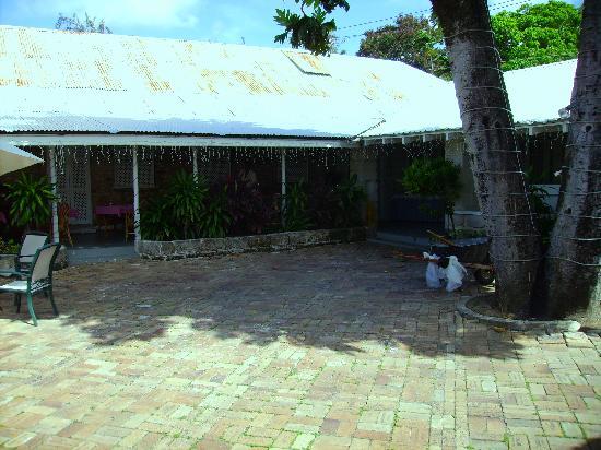 Island Inn Hotel: Essbereich
