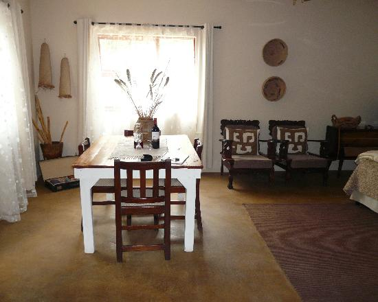 The Green Tree Guest Cottages: The dining table in the room