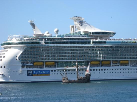 Hotel Albergaria Dias: The world's biggest cruise ship comes to town!