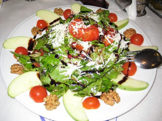 Naoussa Tavern: Rocket salad - rocket, tomatoes, apples, walnuts, parmesan, pomegranate seeds, sundried tomatoes