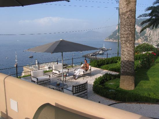 Villa Marina Capri Hotel & Spa: Terrace overlooking Bay of Naples