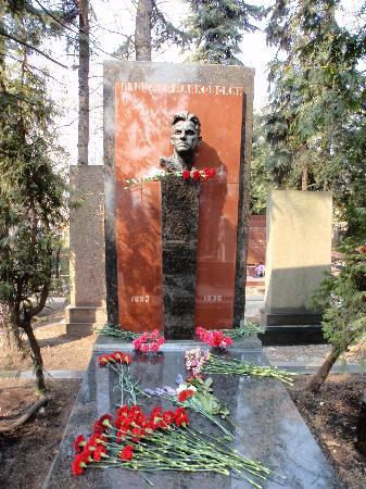 Couvent et cimetière de Novodievitchi : Grab Majakovskijs