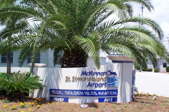 St. Simons Island, GA: St. Simons Airport