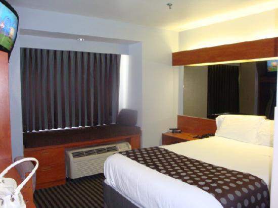 Microtel Inn & Suites by Wyndham Garland/Dallas: Room was cozy.  Yes I was watching Spongebob.