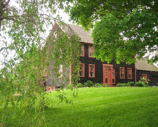 High Meadow Bed and Breakfast: Front