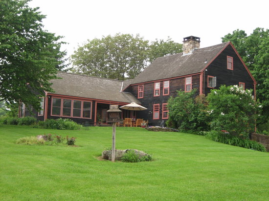 High Meadow Bed and Breakfast: Back