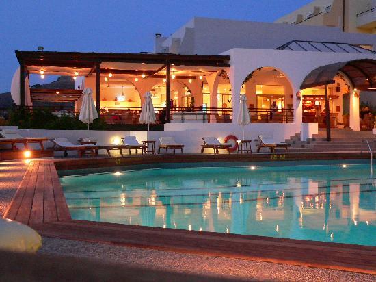Lindos Mare Hotel: piscina di sera