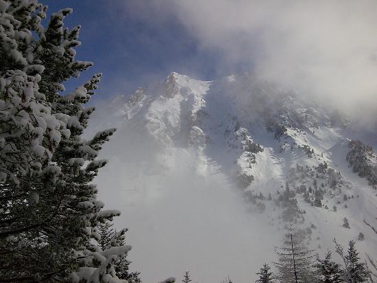 Les Cailloux - Mountainbug: Snow on the peaks.Feb 2009