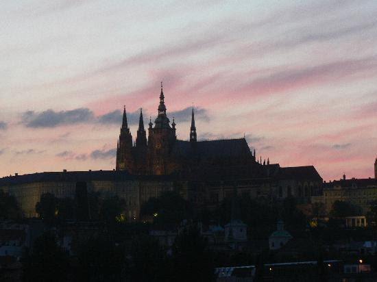 Savic Hotel: Prague Castle from the Bellevue
