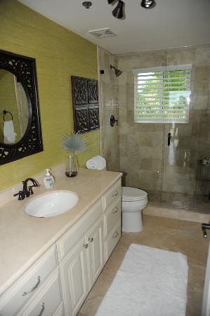The Residence Club at Fisherman's Cove: Downstairs bath