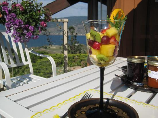 Riddle Road Retreat: Fruit served before breakfast's main course