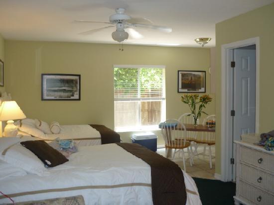 Tropical Beach Resorts: room