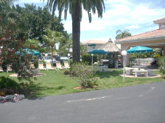 Tropical Beach Resorts: Tropical Shores grounds