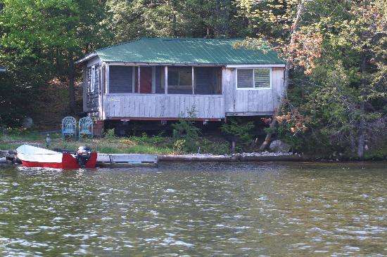 Bearskin Lodge & Outfitters: Bears Den