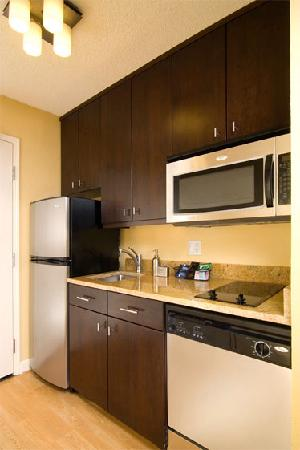 TownePlace Suites Columbia Southeast/Fort Jackson: Kitchen In Room