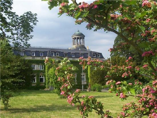 Schloss & Park Kaarz: Aussenansicht II