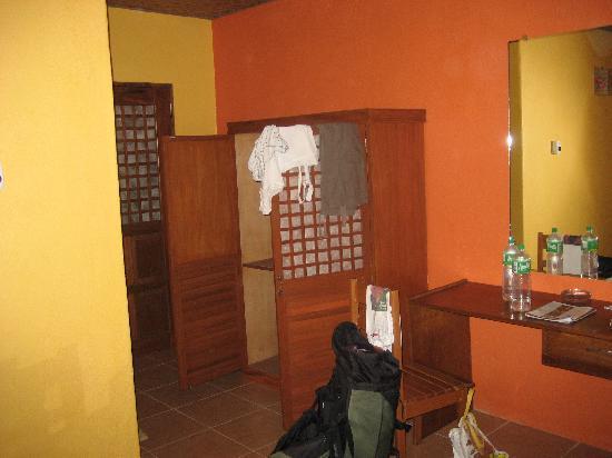 Hibiscus Garden Inn: room