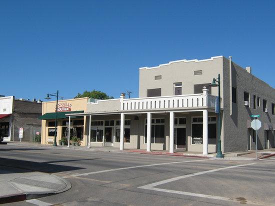 Historic Cottonwood Hotel