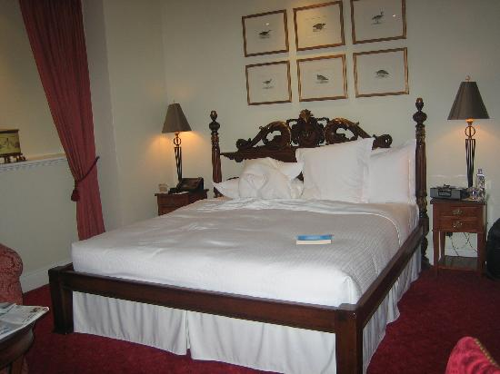 Hotel Le St-James: Nice bed!