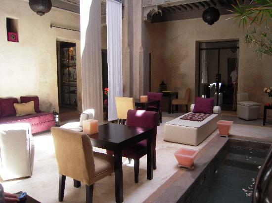 Riad Dar One: entrance area