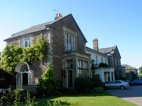 Ross-on-Wye, UK: The front of the hotel from the gardens