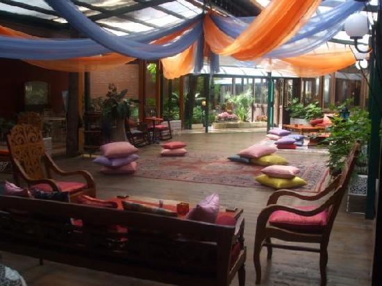 Atahotels Fiera: il giardino esterno
