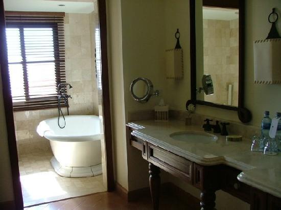 JW Marriott Guanacaste Resort & Spa: Master Bath
