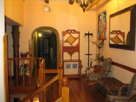 Amaru Hostal : Top of the stairwell