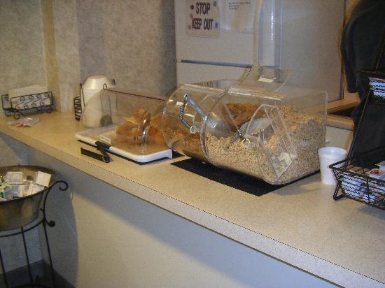 Super 8 Niagara Falls/Buffalo Area: Breakfast - Petit déjeuner