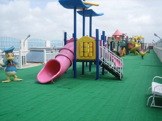 Saint Philip Parish, Barbados: Weird abandoned playground…on the roof!?!