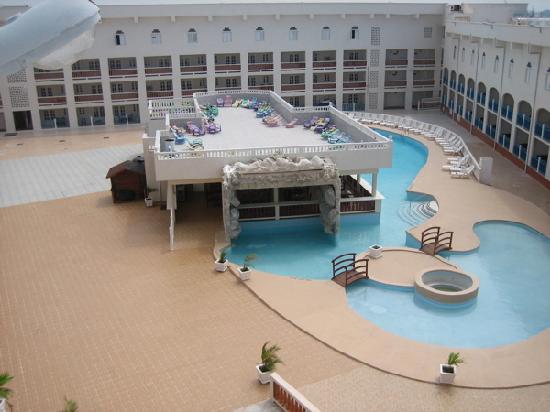 Casa Grande Airport Hotel: Big creepy empty Casa Grande.
