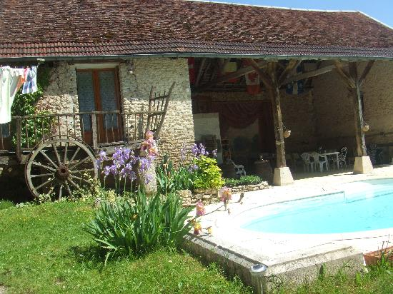 Le Prieure: pool, second guest house and the open air area