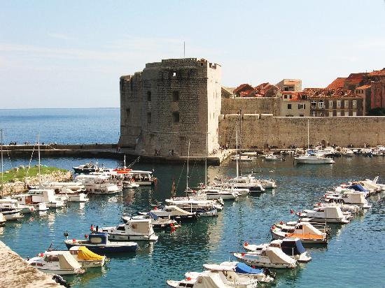 Hotel Bellevue Dubrovnik: The Old Port in Old Town