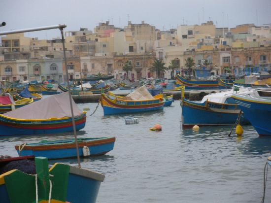 Duncan Guest House: Brightly Coloured Luzzu (Fishing boats) at Marsaxlokk harbour