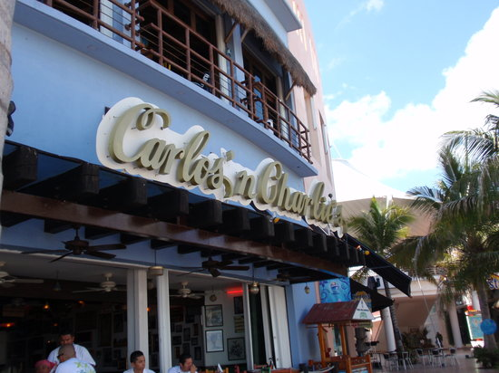 Carlos'N Charlie's: The place