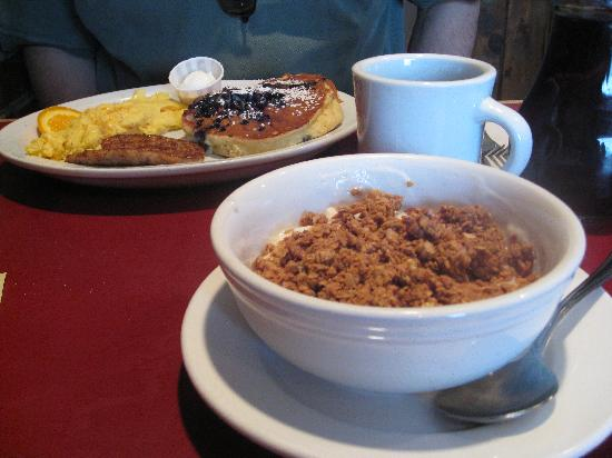 Hole In One : granola with french vanilla yogurt
