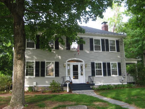 Captain Fairfield Inn: Front of the House
